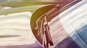 Automobilis džiugins savo išvaizda, tarnaus ilgai, jei juo bus tinkamai rūpinamasi. Svarbu laiku pasirūpinti automobilio stiklais – suremontuoti atsiradusias įdaužas arba pakeisti visą stiklą, jei pažeidimas rimtas. Profesionaliai atliktas stiklo keitimas ar remontas išvaduos nuo rūpesčių ar net nelaimių ateityje.