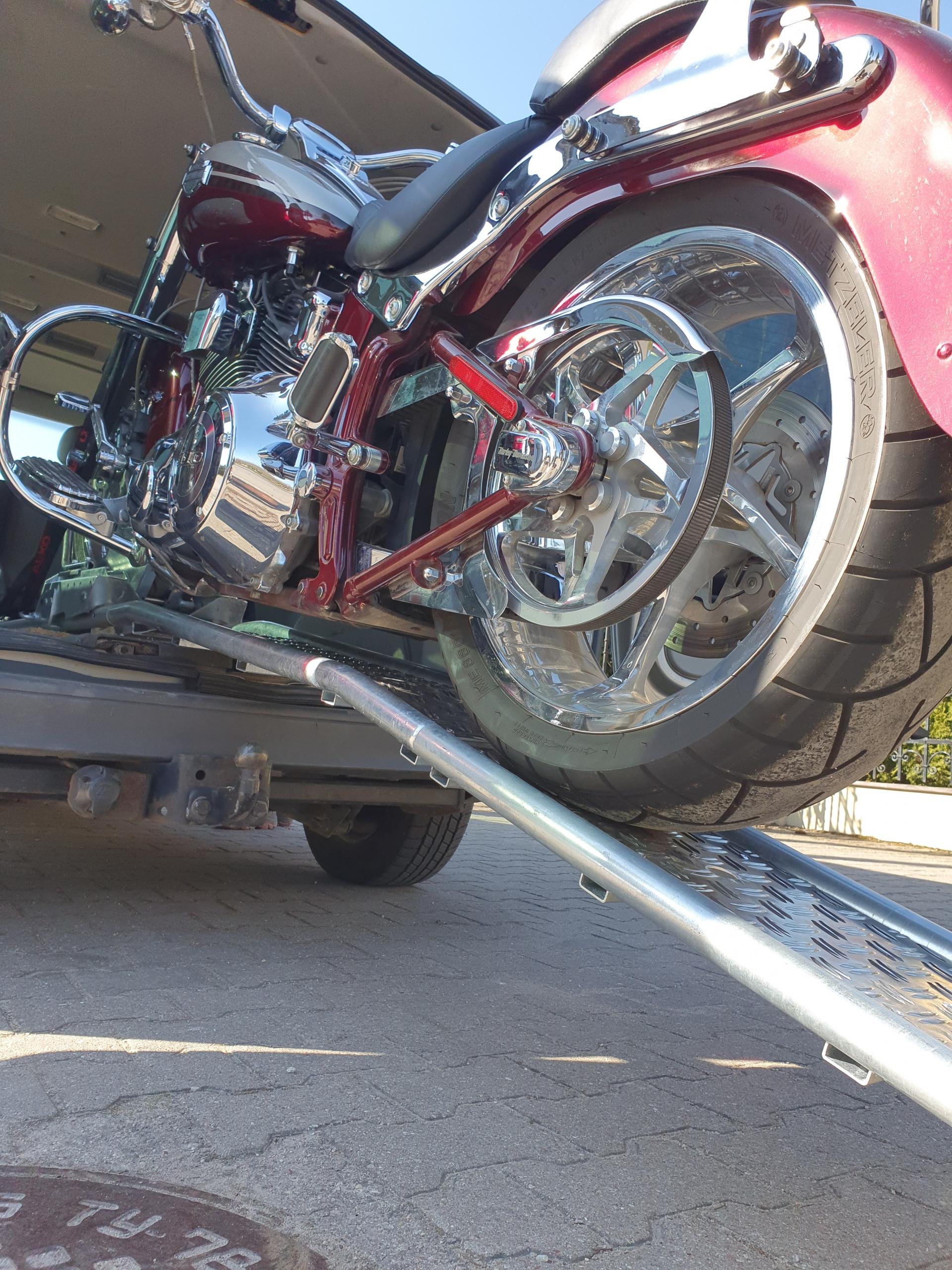 Universalios motociklo pakrovimo rampos su elektrinėmis ir rankinėmis tempimo gervėmis